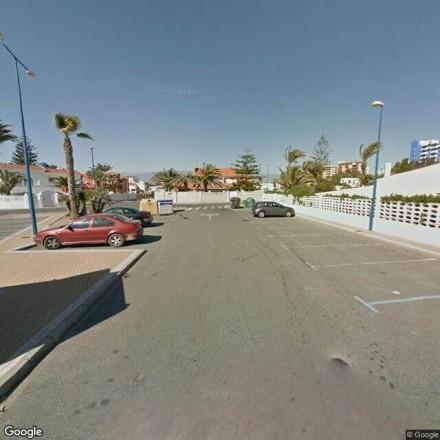 Pequeño parking en Roquetas de Mar